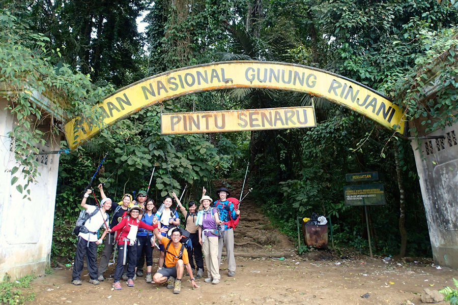 Hiking mount Rinjani package 6 days 5 nights start climb from Senaru to Sembalun Lawang and tours snorkeling to Gili Trawangan