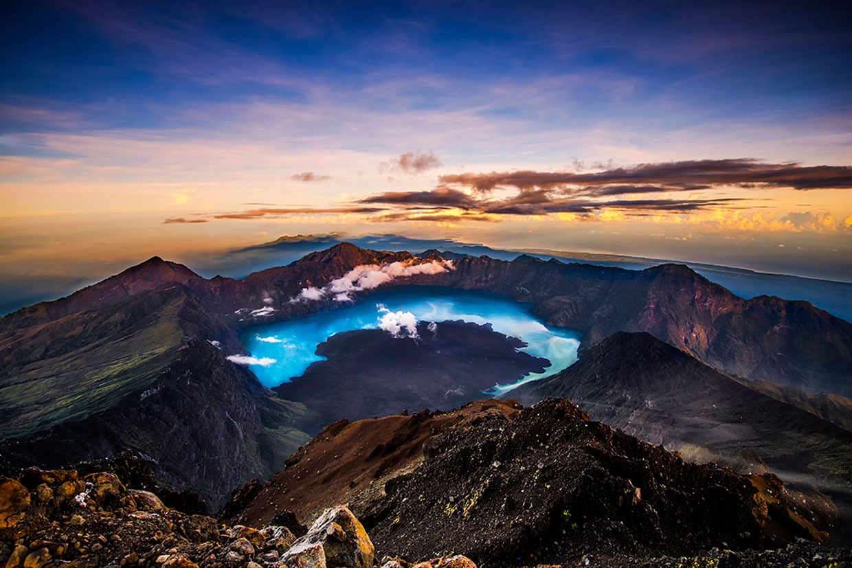 Summit Mount Rinjani an altitude 3.726 meters
